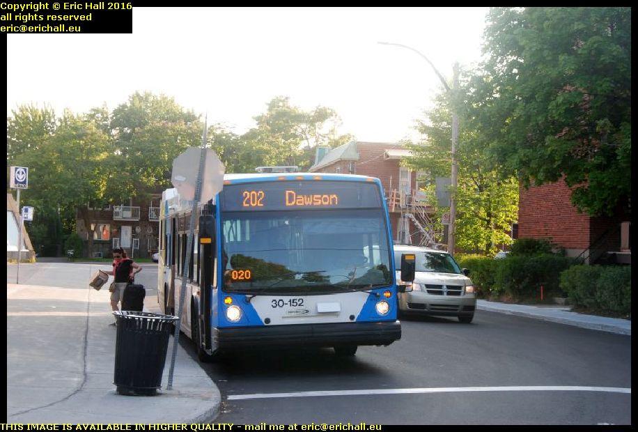 montreal public transport service bus 202 metro ducollege canada september septembre 2016