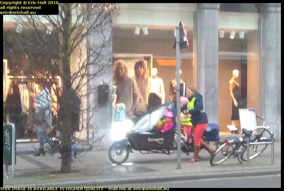 kids in bakfiets leuven belgium december decembre 2016