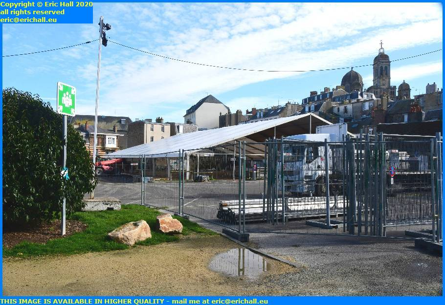 erecting marquee chapiteau parking cours jonville granville manche normandy france eric hall