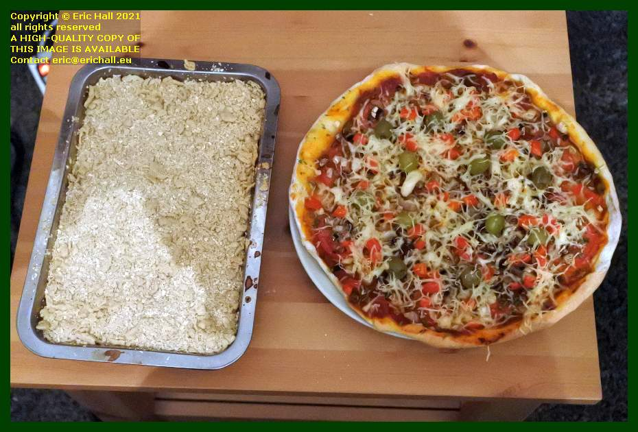 apple crumble home made pizza place d'armes Granville Manche Normandy France Eric Hall