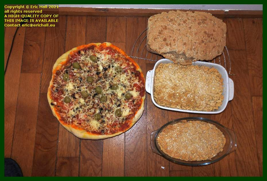 vegan pizza home made bread vegan apple crumble place d'armes Granville Manche Normandy France Eric Hall