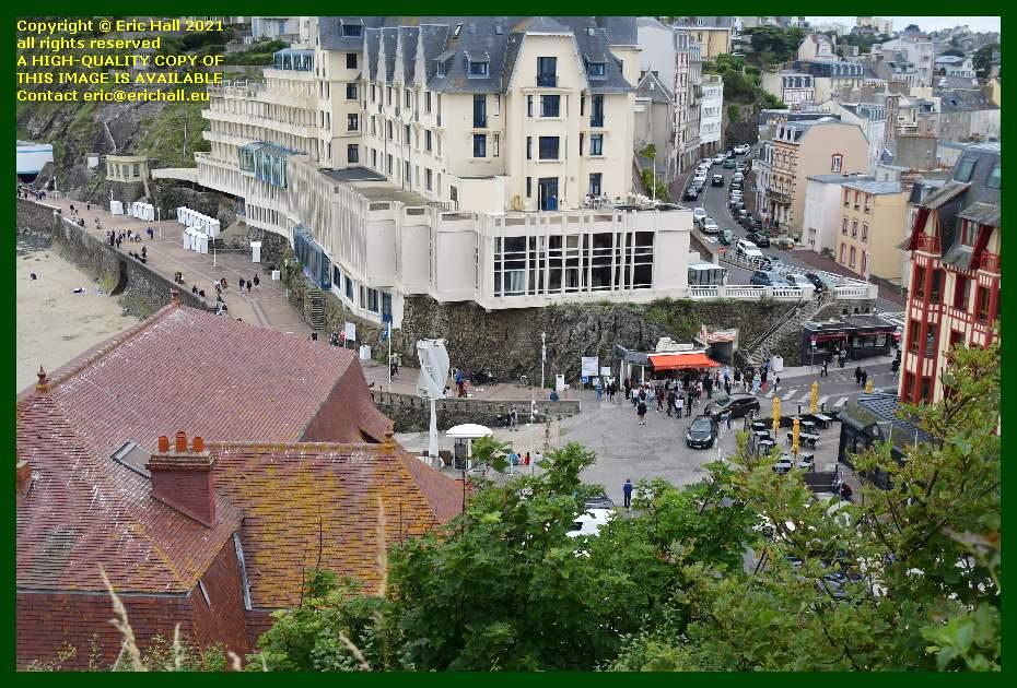 crowds avenue de la liberation place marechal foch plat gousset Granville Manche Normandy France Eric Hall