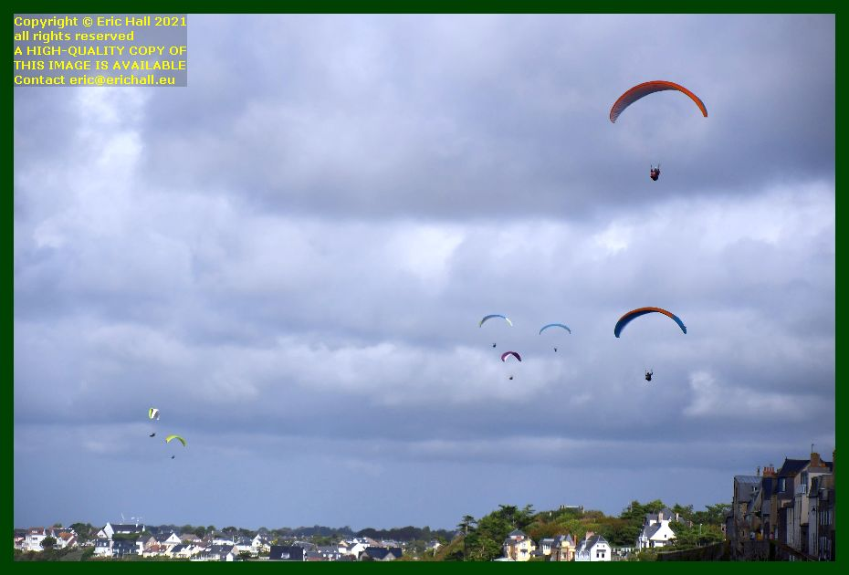 hang gliders rue du nord Granville Manche Normandy France Eric Hall photo September 2021