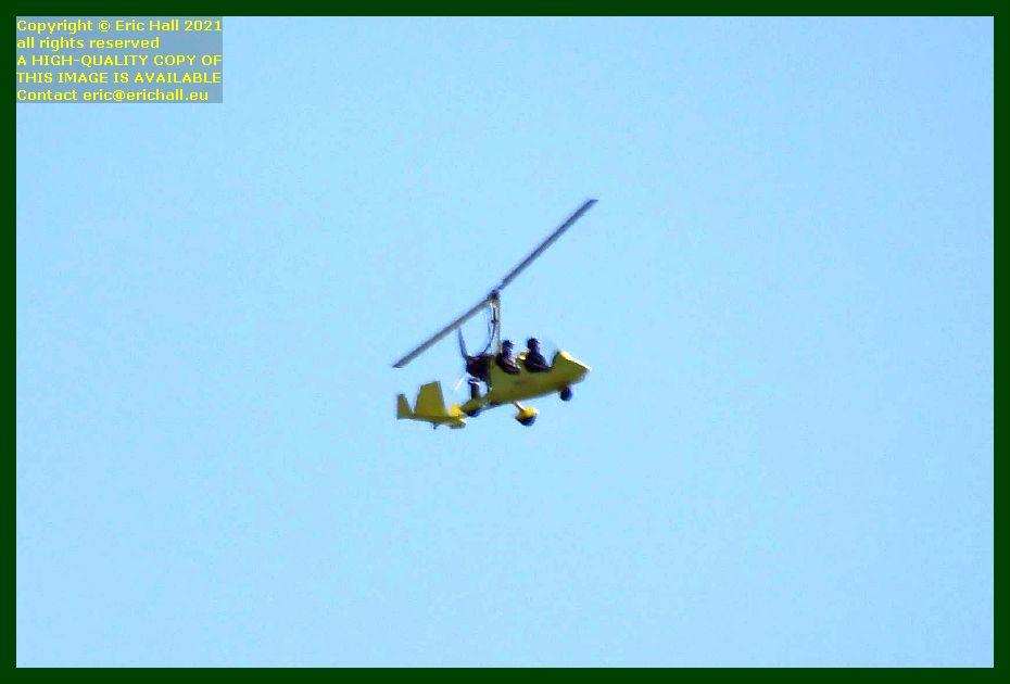 yellow autogyro pointe du roc Granville Manche Normandy France Eric Hall photo September 2021