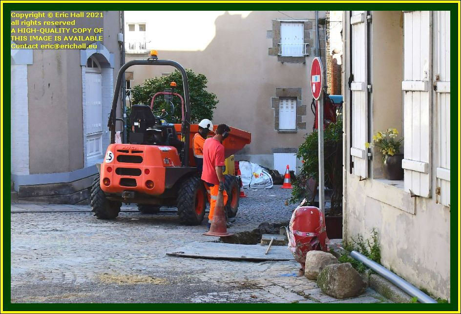 digging a trench rue cambernon Granville Manche Normandy France Eric Hall photo October 2021