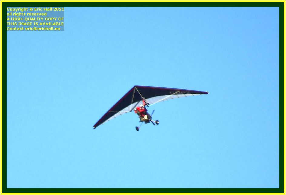 red powered hang glider pointe du roc Granville Manche Normandy France Eric Hall photo October 2021